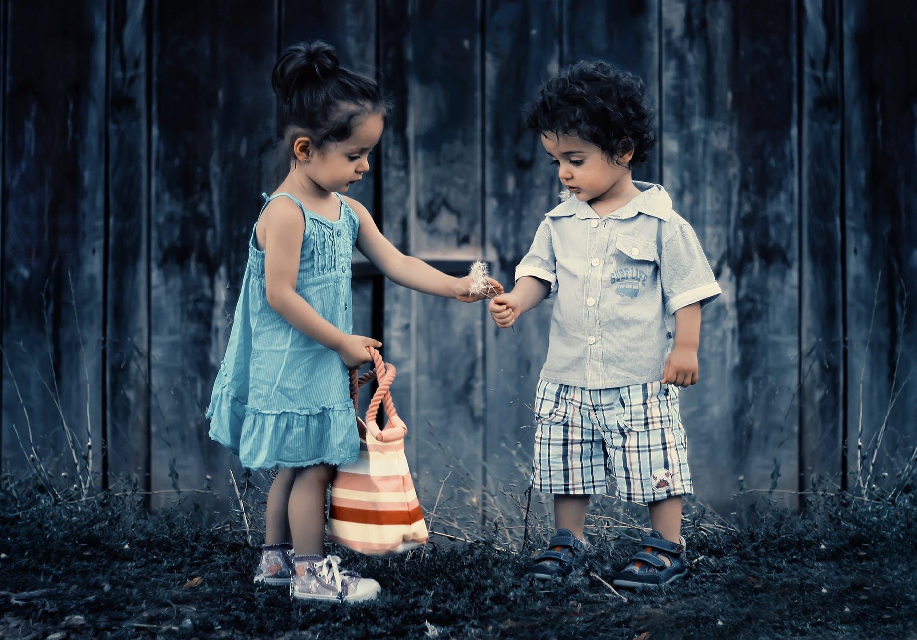 children sharing generosity